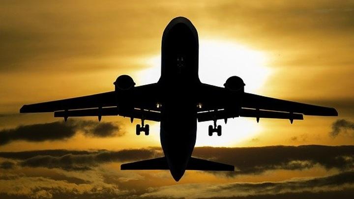 Пассажирский самолет, летящий из Москвы в Казань, подал сигнал тревоги
