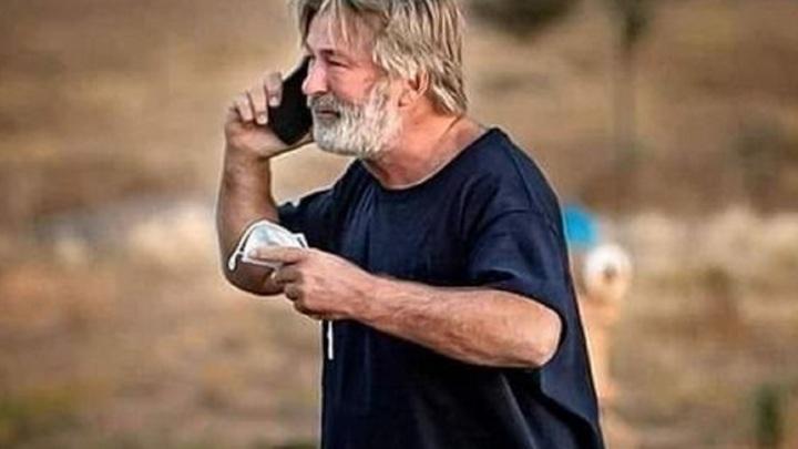 Режиссер, в которого на съемках выстрелил Болдуин, выписан из больницы