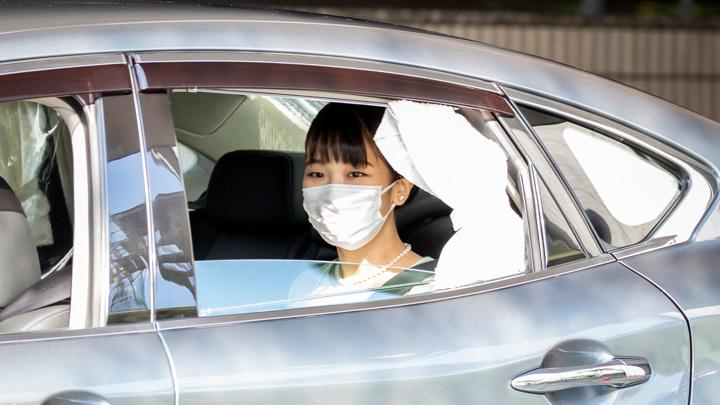 Принцесса Мако официально вышла замуж