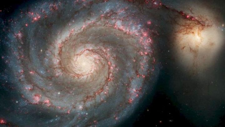 """Изображение М51, сделанное с помощью космического телескопа """"Хаббл""""."""