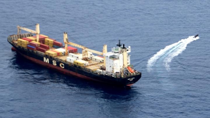 Российские моряки спасли судно от захвата возле Африки