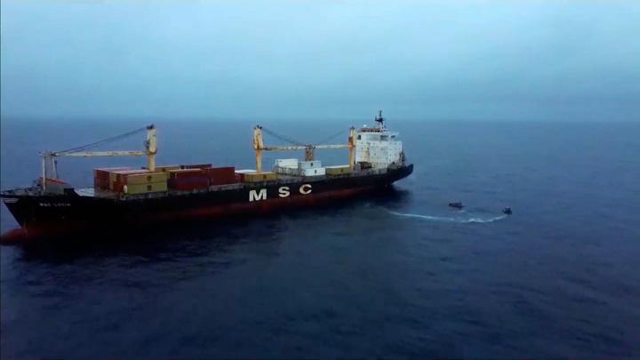 Российские моряки распугали пиратов в Гвинейском заливе