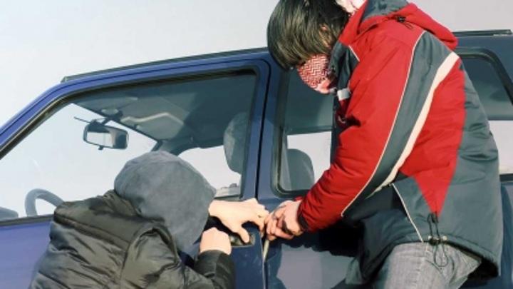 Подростки угнали машину скорой помощи и попали на ней в ДТП