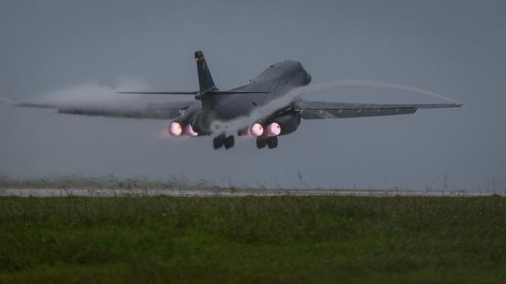 Бомбардировщики ВВС США отрабатывают удары по российскому флоту