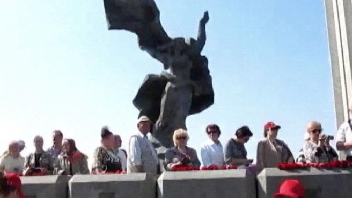 Полиция Латвии перекрыла доступ к памятнику советским воинам