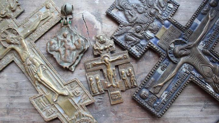 9.Музейные предметы, ставшие «жертвами» войны. Были похищены в 1941 году и отправлены по почте в Германию. Возвращены в 2012 году.