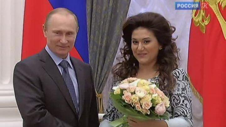 Глава государства вручил премии молодым деятелям культуры и за произведения для детей и юношества