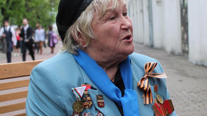 """9 мая, сад """"Эрмитаж"""", штурман Г.Брок-Бельцова: """"Ваше величество, Женщина"""""""