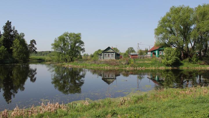 Впереди - село Захарово, июнь 2014 года.