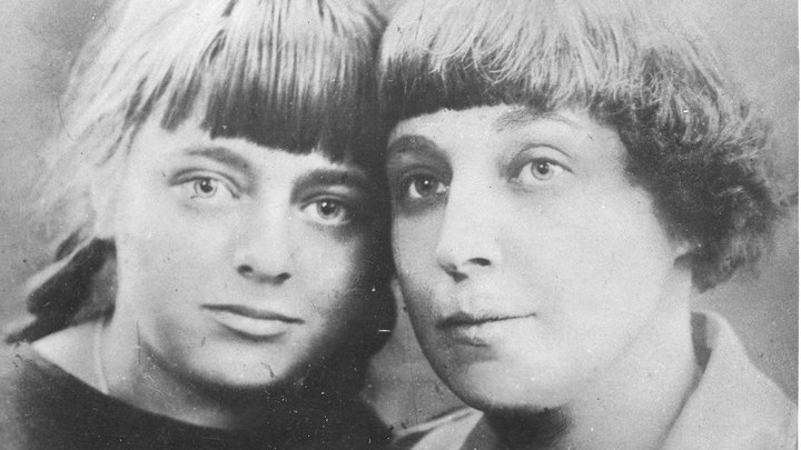 Марина Цветаева с дочерью Ариадной. Архив Н.Громовой.