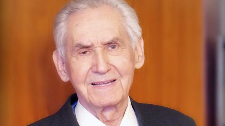 Герой Советского Союза  полковник Николай Ефимович Оловянников