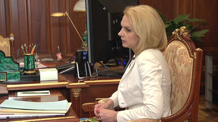 Путин попросил Голикову рассказать про профилактику COVID для уезжающих за рубеж