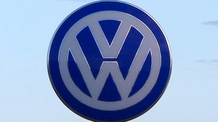 Volkswagen извинился за шутку о смене названия компании